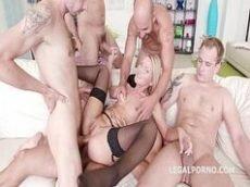 Video porno de orgia com loira magrinha