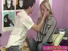 Video pornô grátis com uma loira bem malandrinha e cheia de tesão para dar pro marmanjo dotado e sortudo