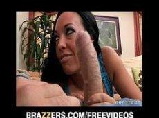 Video porno gratis com uma morena peituda e super gostosa