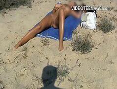 Videos de safadas peladinhas no meio da praia