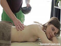 Xideos com a branquinha sem vergonha metendo bem gostoso com seu massagista