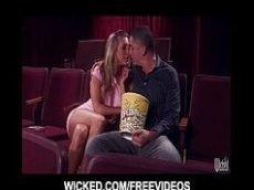 Xvideos com novinha no cinema fudendo