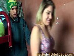 Xvideos nacionais com loira pagando um boquete para o traficante