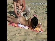 Assistir video porno novinha malandrinha boqueteira mamando a pica do marmanjo na praia