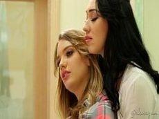 Fudendo de acordo no sexo delicioso com essa duas amigas lesbicas