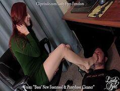 Novinha bucetuda e gostosa seduzindo o marmanjo com seu corpo delicioso