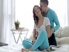 Porno hub novinha taradinha bem gostosinha pronta para trepar com o namorado pauzudo na orgia deliciosa