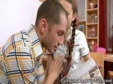 Video de mulher pelada novinha safada dando uma mamada na pica do marmanjo pauzudo
