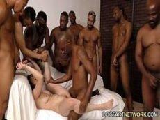 Video de sexo com novinha fazendo orgia
