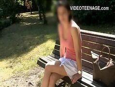 Video porno com magrinha dando uma boa coçadinha na pepeca
