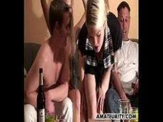 Xvideos porno amadora loira gostosinha seduzindo as duas amigas lésbicas e dois dotados de muita sorte