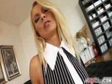 Www.xvideos.com com uma loirona bem coroa que é uma maquina na hora de fazer uma cena de sexo bem selvagem