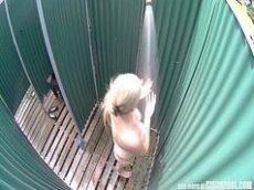 Xxxvideo amador com uma loirinha sem vergonha que foi flagrada tomando banho toda peladinha dentro um banheiro publico