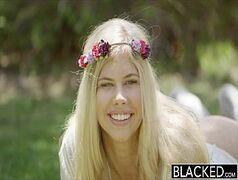 Loira Hippie em vídeo do x.videos transando com negro