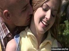 Novinha transando com namorado no piquinique