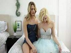 Porno lésbico entre as duas lindas loiras safadas cheias de tesão para fuderem intensamente entre si