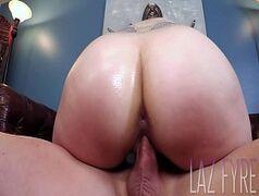 Video de sexo com uma morena toda tatuada que tem uma bundona bem gigante da porra saltante com tudo na rola de seu macho