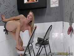 Xideos com linda loirinha metendo dentro do banheiro