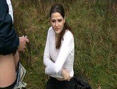 Xvideos novinhas com a safadinha pagando um boquete no meio do mato