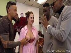 Negros fudendo muito a taradinha sexy no bom grupal
