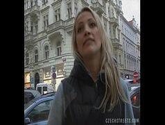 Video amador da loirinha transando com um estranho