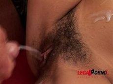 Marmanjo safado comendo a empregada da xoxota cabeluda deliciosa e gostosa