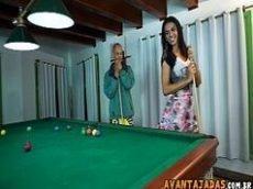 Sexo nacional com putinha safada jogando snooker