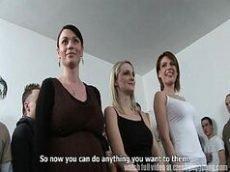 Xnxx.com um monte de mulheres depravadas participando de sexo coletivo que rola de tudo com essas vadias