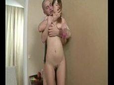 Novinha rusa liberando o cuzinho a primeira vez