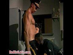 Atores porno gay fazendo uma orgia gostosa