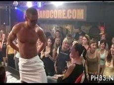 Festinhas com um cara fazendo a alegria no clube das mulheres