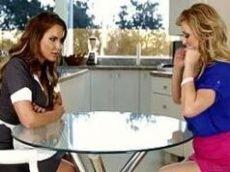Lesbicas patroa safada chupando a empregada.