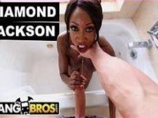 Mefode na banheira do motel com a pretinha.