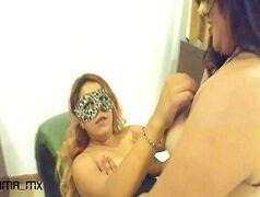 Mulheres mascaras trepando em video porno lésbico
