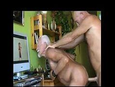 Porno gay maduro dando para seu amigo coroa