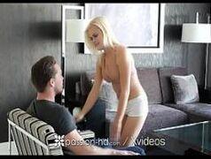 Porno incesto bem quente e foda entre primos no meio da sala