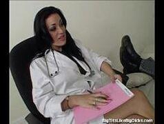 Redtube nacional com uma médica morena que é bem cavalona