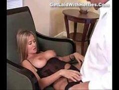 Sexo forçado com a empregada gostosa.