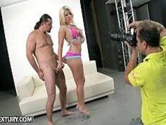 Sexo forte na sessão de fotos com a loirinha
