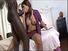 Travesti de Goiânia fodendo com negro pauzudo