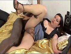 Video porno travesti dando o cu para negão