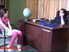 Xnxxvideos com a safadinha que deu pro diretor.