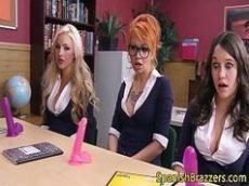 Amigas treinando sexoanal na escola