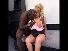 Barbie hentai chupando muito e levando pica do negão na bucetinha