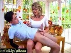 Beeg porno com uma loira sem vergonha transando com um novinho
