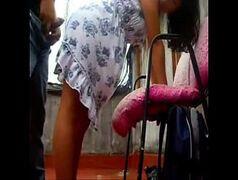 Esposa dando para o marido empinada em uma cadeira