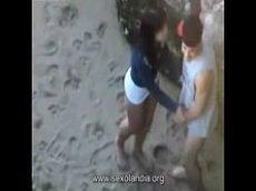 Flagra de casal fodendo na praia