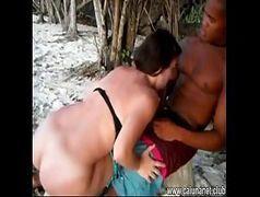 Incesto porno com tia chupando o pau do sobrinho na praia