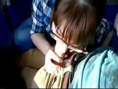 Public porn novinha mamando no busão