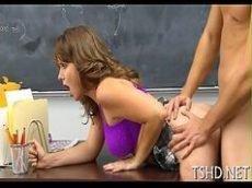 Putinha aluna fode com o professor na sala de aula